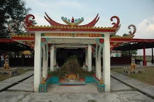 Lihat Pagoda Pulau Kemaro Disebabkan Tidak Terendam Air Meskipun Sungai