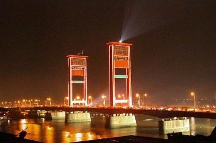 Wisata Sungai Musi Jembatan Ampera Pulau Kemaro Palembang Kota