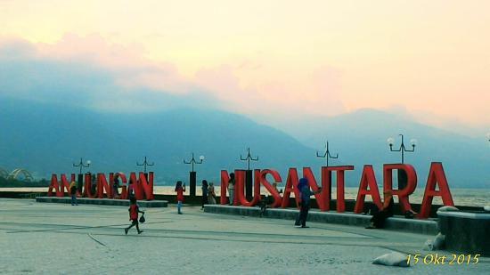 Anjungan Nusantara Foto Pantai Talise Palu Tripadvisor Kota