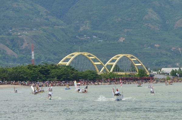 Hari Nusantara 2013 Azkafany Menyaksikan Parade Kapal Nelayan Puncak Acara
