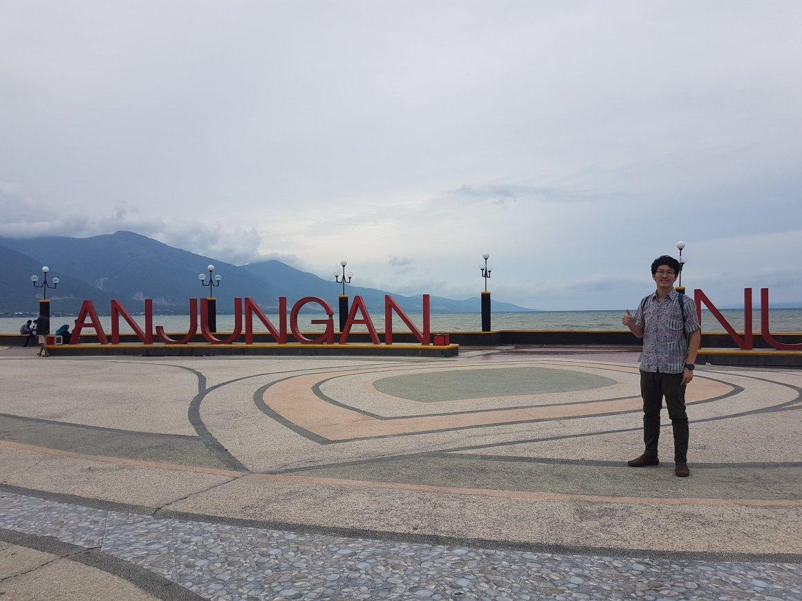 Suasana Taman Anjungan Nusantara Tepian Pantai Teluk Palu Sulawesi Hotel