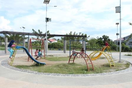 Taman Doyata Tempat Favorit Bermain Anak Sultengraya Kota Palu Anjungan