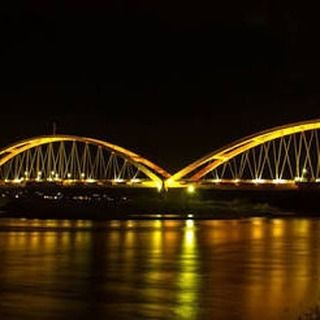 Cat Emco Lux Dibuat Mengecat Jembatan Ponulele Lho Ikon Terkenal