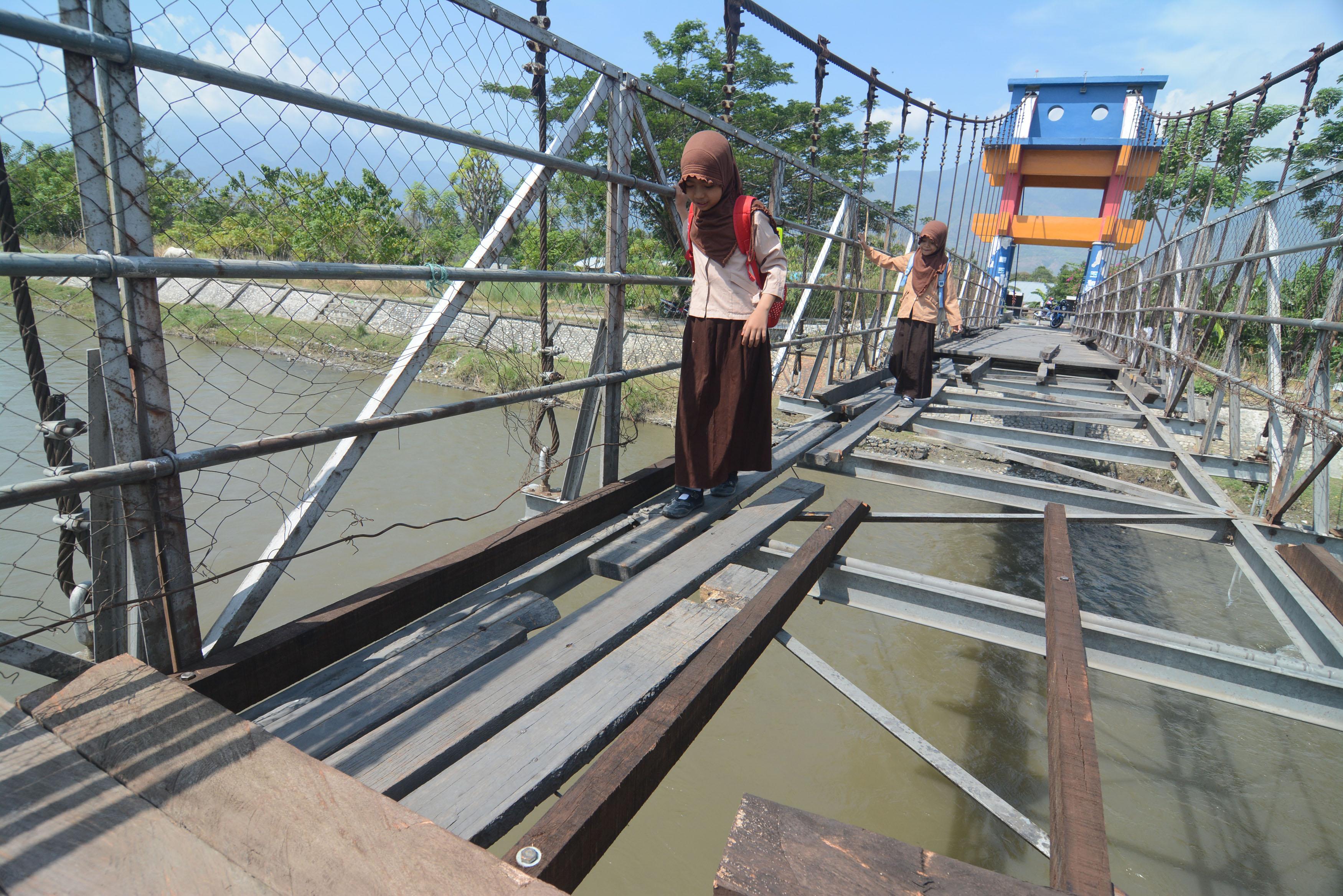Jembatan Gantung Rusak Palu Berita Daerah Iv Kota