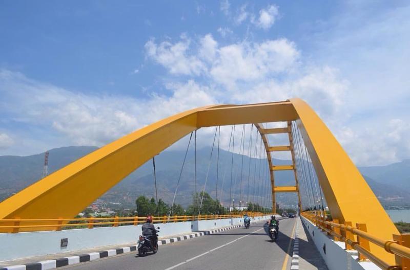 Panduan Tips Pergi Liburan Kota Palu Pergimulu Jembatan Warna Dominan