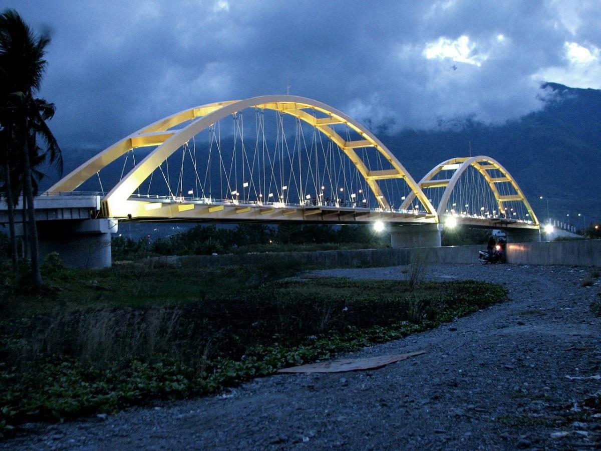 Tempat Wisata Palu Keren Siap Liburan Jembatan Iv Kota