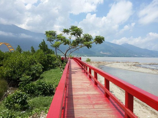 Jembatan Merah Tempat Nongkrong Pantai Talise Palu Arif Wicaksono Smd