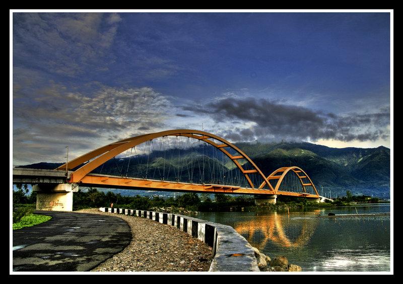 Yuk Jelajahi Kota Palu World Nikmati Jembatan Merah