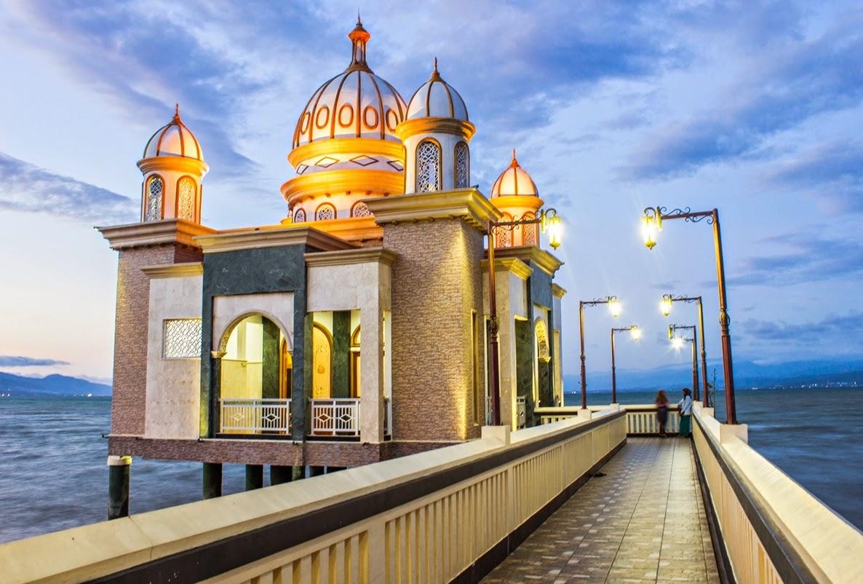 Catatan Pribadi Mengintip Masjid Terapung Palu Jajanan Khasnya Apung Kota