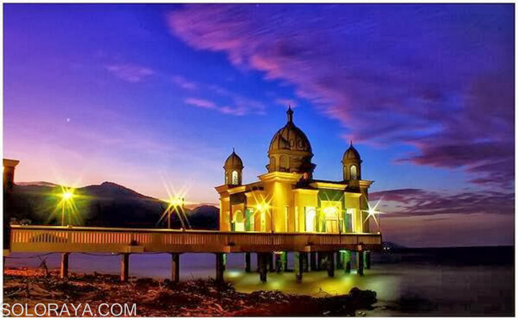 Kisah Balik Keindahan Masjid Terapung Palu Aengaeng Taman Ria Foto