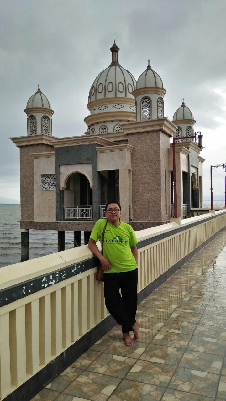 Kunfayakun Masjid Apung Menjadi Ikon Kota Palu Berikut Foto Berdiri