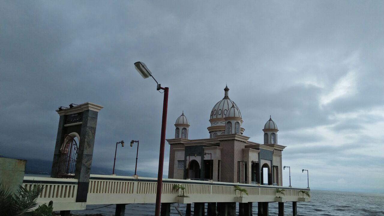 Kunfayakun Masjid Apung Menjadi Ikon Kota Palu Tampak Dekat