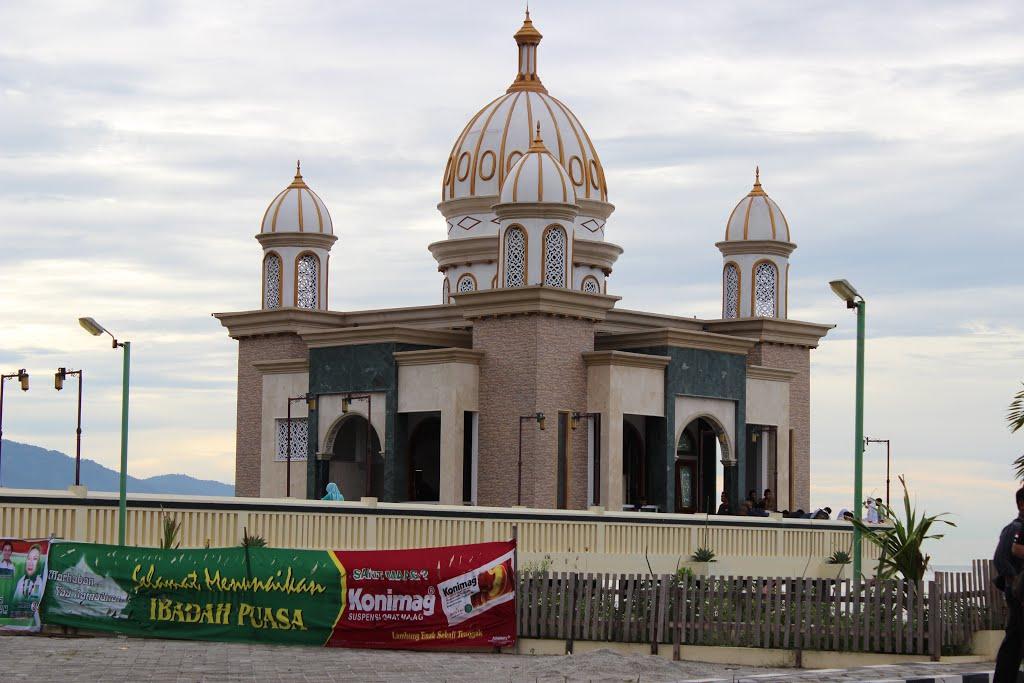 Masjid Ar Rahman Terapung Pantai Talise Taman Ria Palu Sulawesi