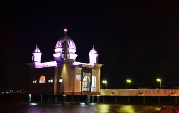 Masjid Arkam Babu Rahman Terapung Pantai Teluk Palu Apung Kota