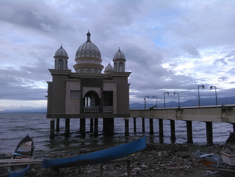 Masjid Atas Laut Kota Palu Muyasaroh Notes Terapung Apung