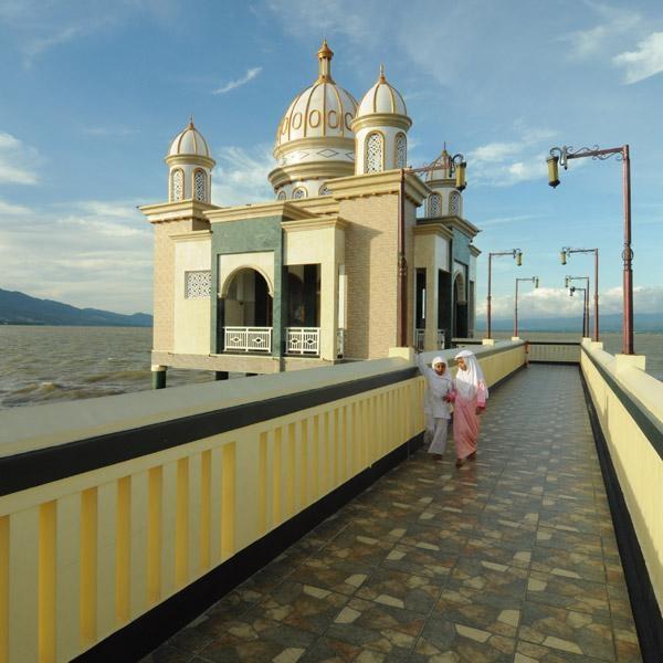 Masjid Terapung Palu Mirip Jeddah Apung Kota