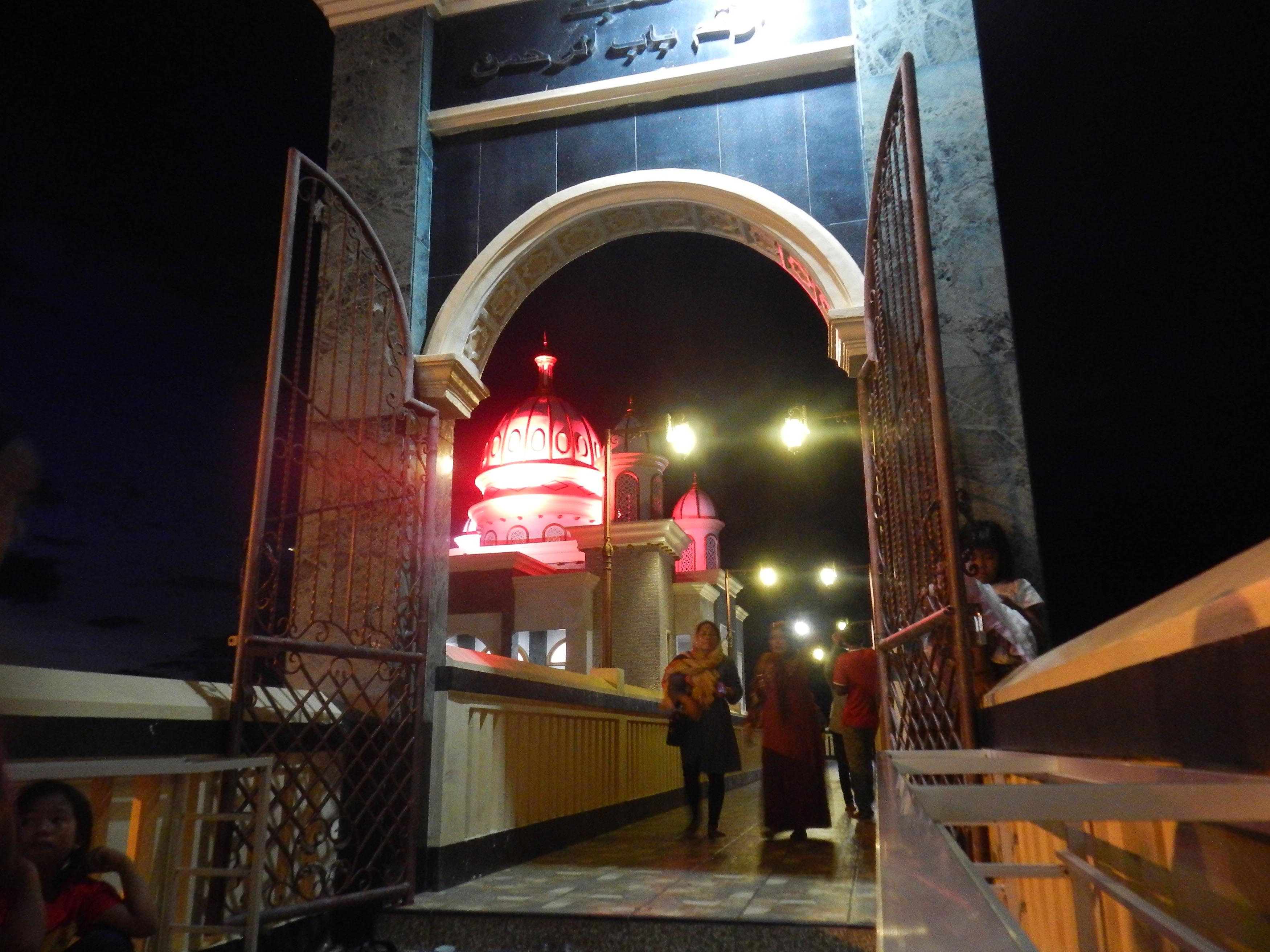 Masjid Terapung Teluk Palu Sulawesi Tengah Berita Daerah Warga Berada