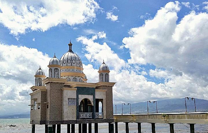 Menyambangi Masjid Apung Ikon Kota Palu Travel Tempo Arqam Bab