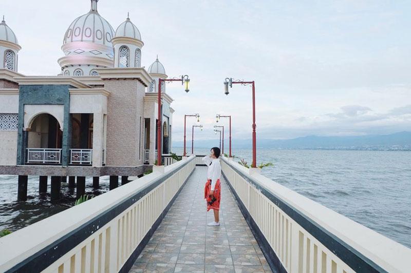 Ngabuburit Asyik Yuk Jalan 15 Masjid Indah Unik Terkenal Sebagai