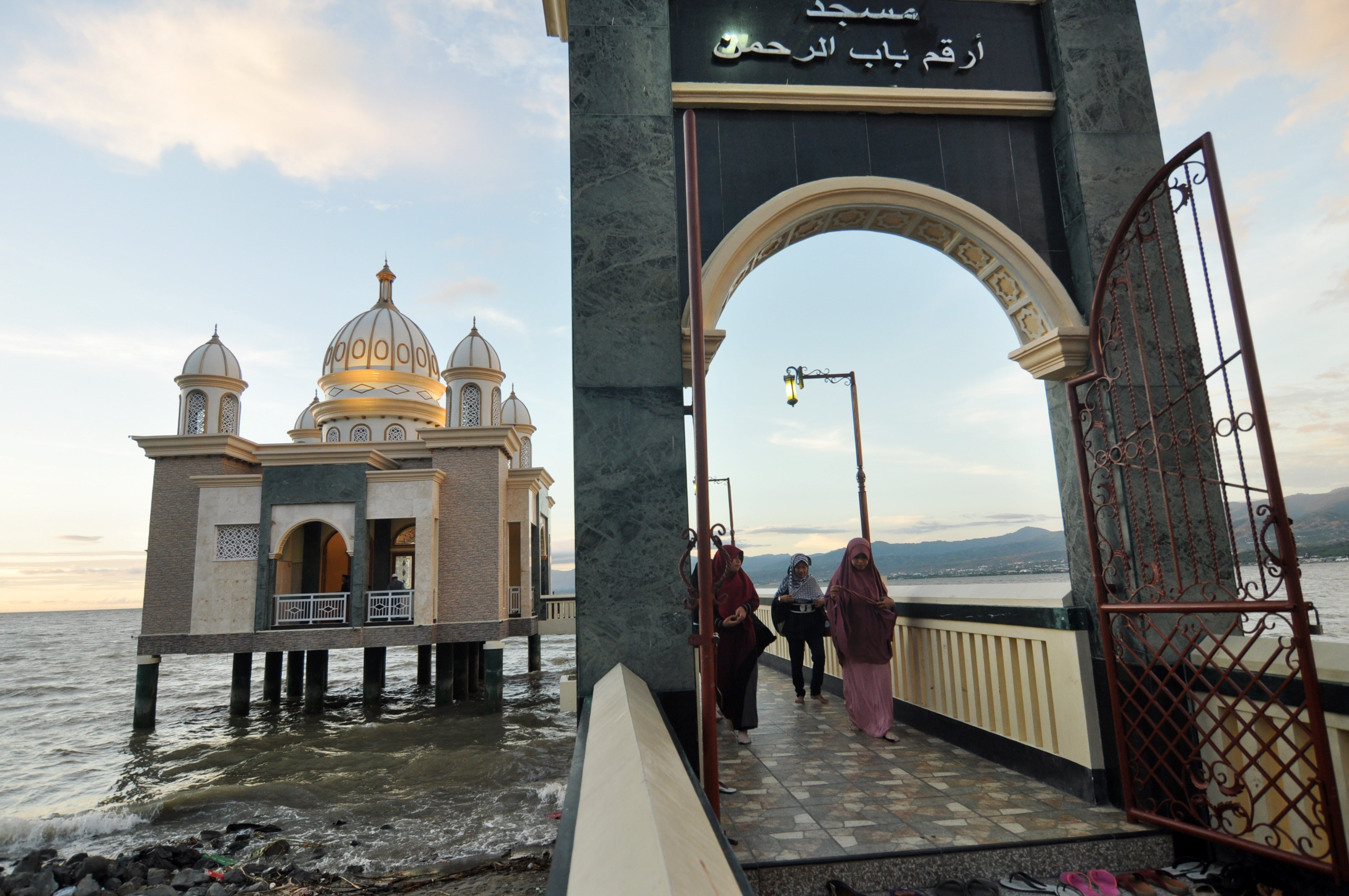 Ngabuburit Masjid Terapung Palu Aktual Terhangat Terpercaya Warga Apung Kota