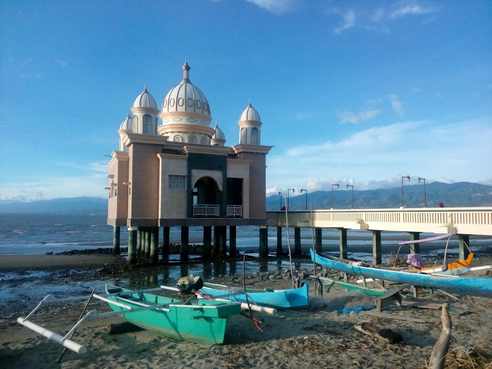 Raja Ari Hidayat Berceloteh Palu Ketika Sekitar Masjid Terapung Penjual