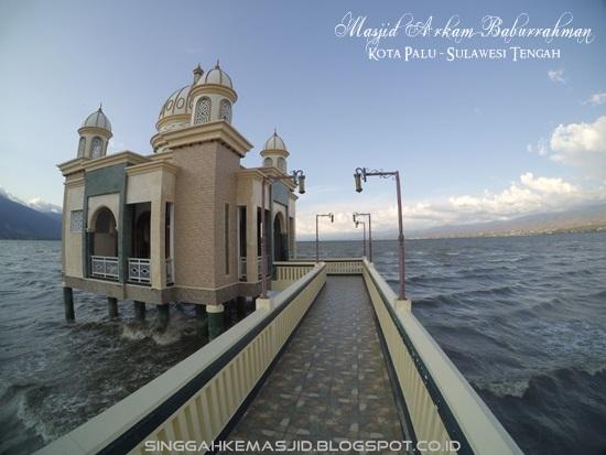 Singgah Masjid Terapung Arqam Bab Al Rahman Palu Apung Kota