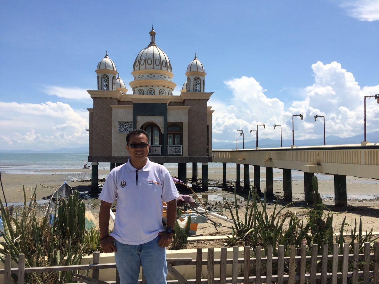 Wiyak Bumi Langit Masjid Terapung Palu Arkam Babu Rahman Apung