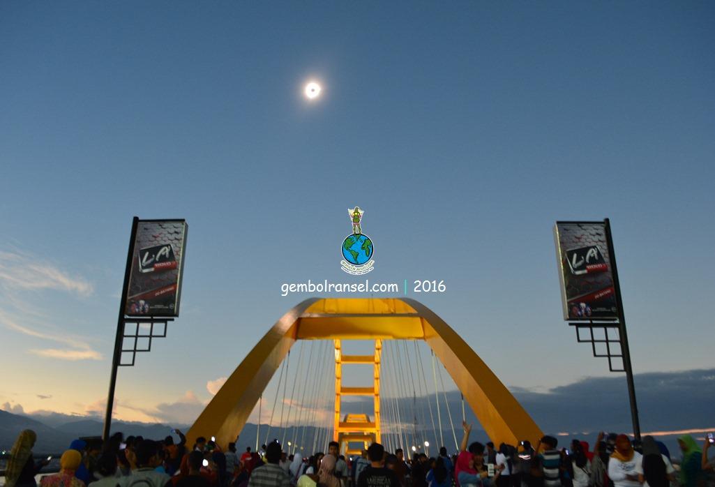 Berburu Gerhana Matahari Total Teluk Palu Gembol Ransel Gmt Tugu