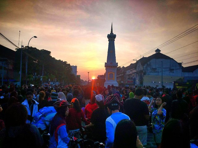 Galeri Foto Jogja Melihat Gerhana Matahari Tugu Sunrise Sebelum Kota