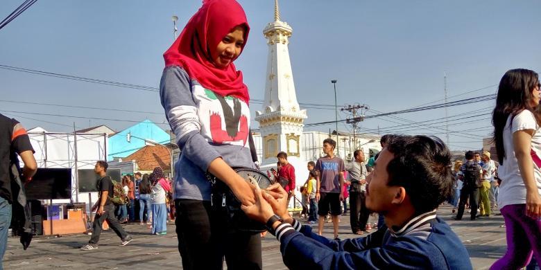Gerhana Matahari Jadi Saksi Nanang Melamar Dian Paramita Tugu Yogyakarta