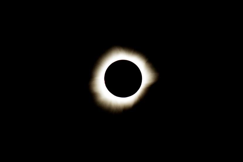 Gmt Bumi Tadulako Beranda Fisika Manusia Takjub Terjadinya Gerhana Matahari