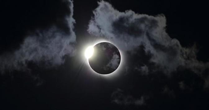 Gmt Bumi Tadulako Beranda Fisika Proses Gerhana Matahari Total Terjadi