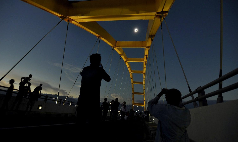 Hasan La Ewang Maret 2016 Masyarakat Menyaksikan Gerhana Matahari Total