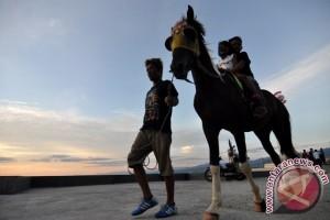 Ngabuburit Tugu Gerhana Matahari Antara News Palu Sulawesi Jasa Sewa