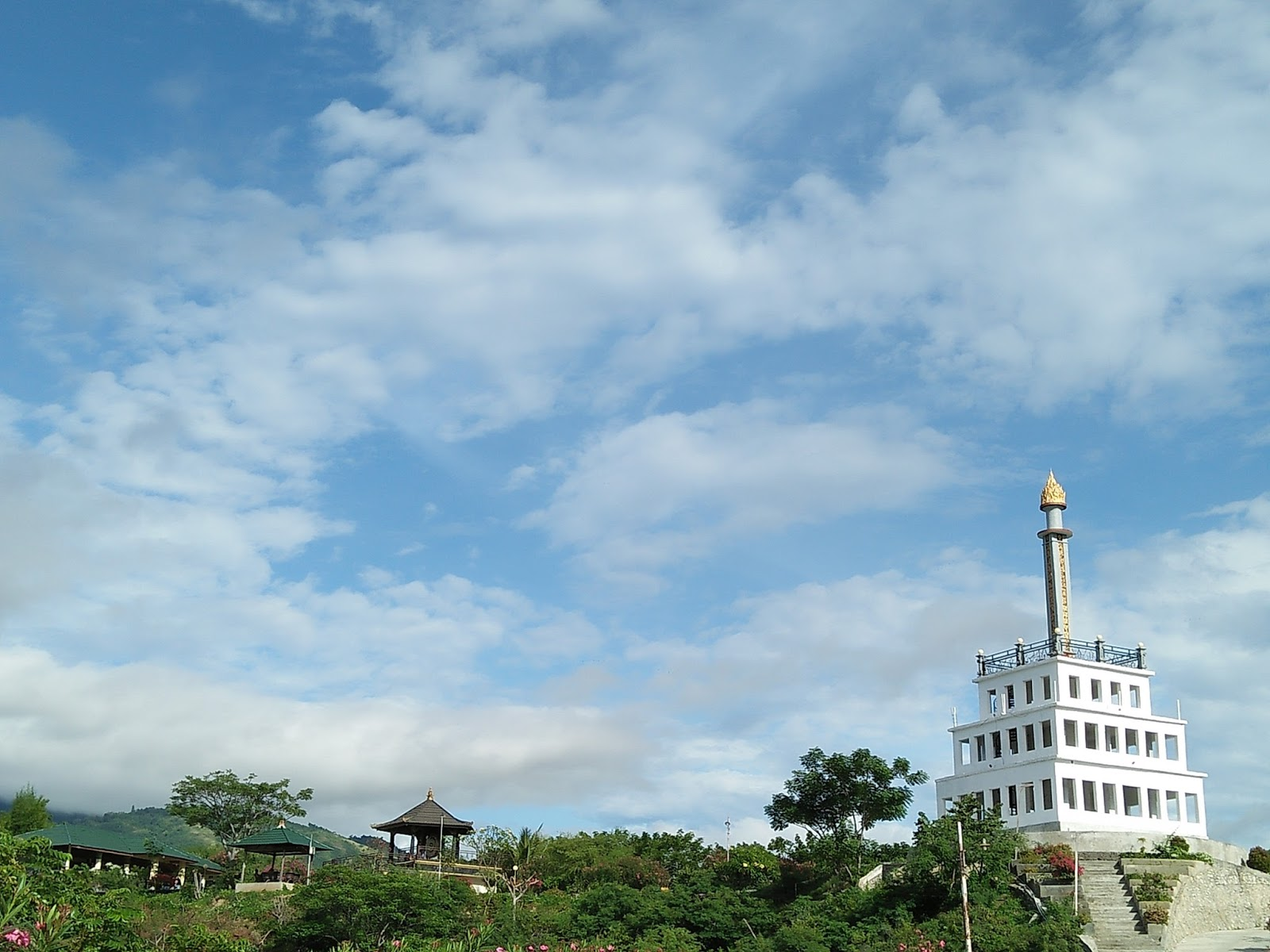 Ransel Nenz Explore Sulawesi Tengah Wisata Kota Palu Tugu Gerhana