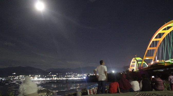 Riuh Gerhana Bulan Total Surabaya Hingga Palu Regional Sensasi Jembatan