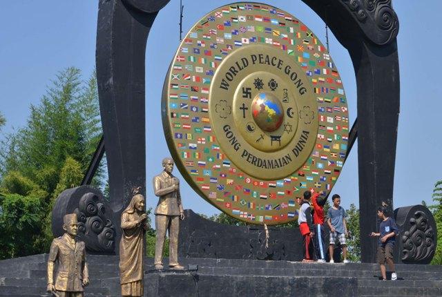 Gong Berita Daerah Perdamaian Dunia Taman Denpasar Tugu Nosarara Nosabatutu