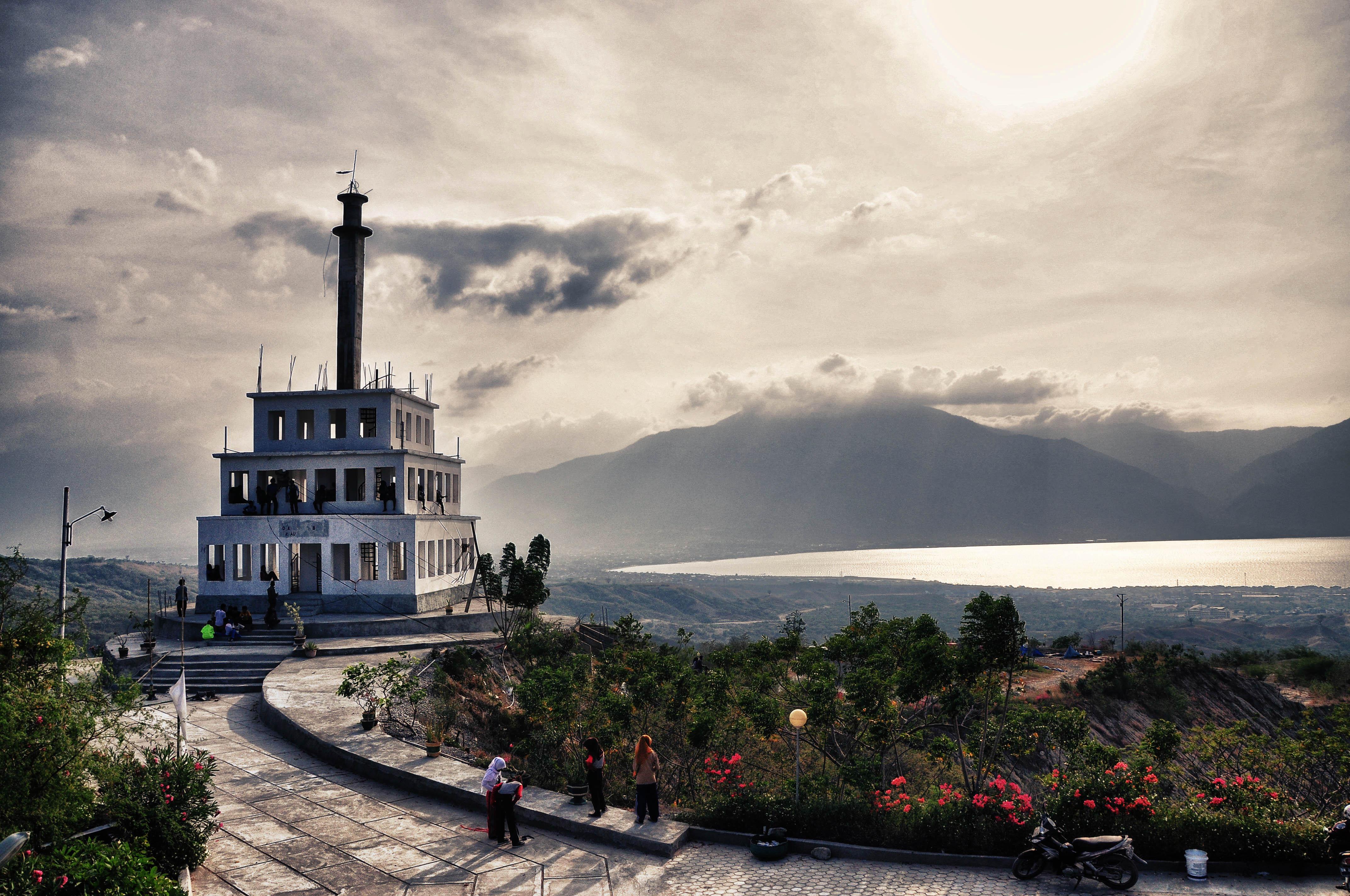 Menatap Dekat Tugu Perdamaian Nosarara Nosabatutu Topanjayo Gong Tp4 Kota
