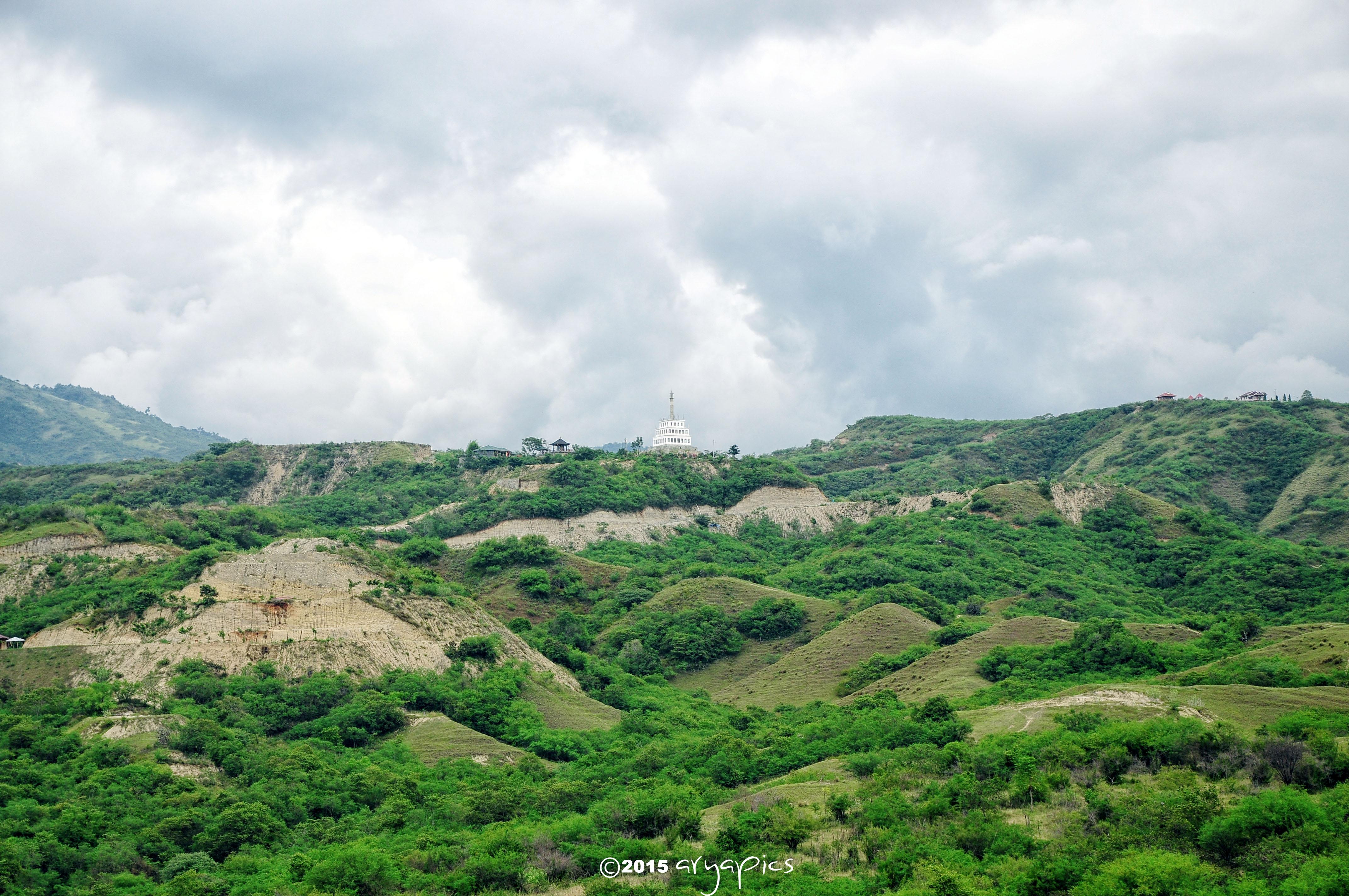 Menatap Dekat Tugu Perdamaian Nosarara Nosabatutu Topanjayo Kejauhan Kota Palu