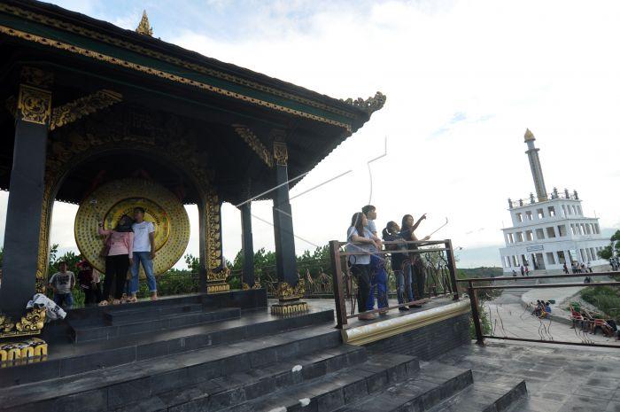 Wisata Tugu Perdamaian Palu Antara Foto Gong Nusantara Berada Dikawasan