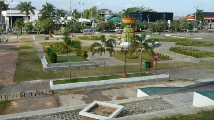 Alun Taman Merdeka Pangkalpinang Pakai Rumput Sintetis Pos Kota