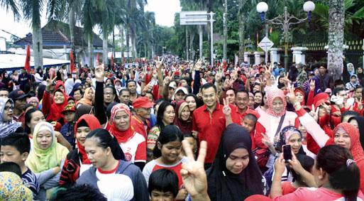 Ribuan Warga Jalan Sehat Bersama Irwansyah Babelpos Tweet Alun Taman