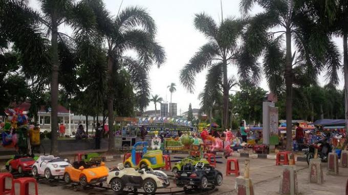 Stres Kepungan Gedung Tinggi Kota Pangkalpinang Alun Playground Taman Merdeka