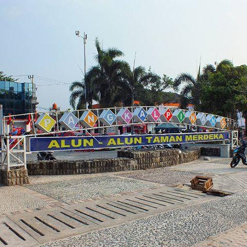 Wisata Travel Road Trip Portraitindonesia Instagram Photos Alun Taman Merdeka