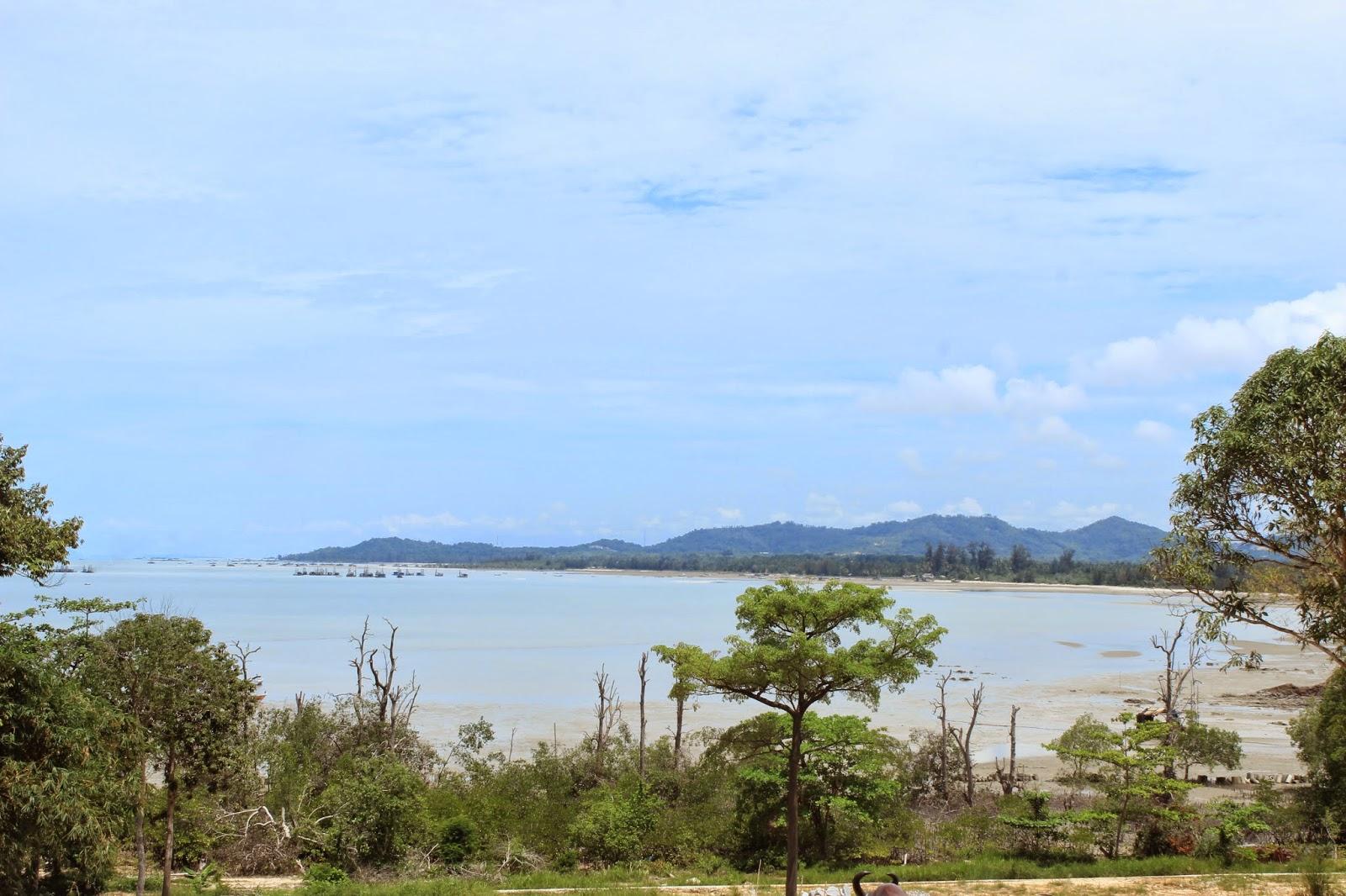 Maroon F3ie Workday Staycation Pangkalpinang Part 3 Pantai Tanjung Bunga