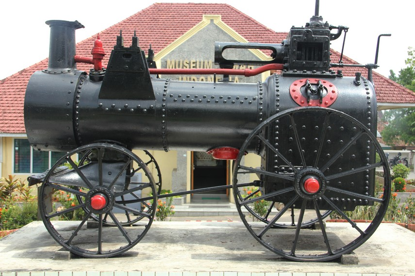 Catatan Sejarah Pertambangan Timah Indonesiakaya Eksplorasi Lokomotif Zaman Balanda Terpajang