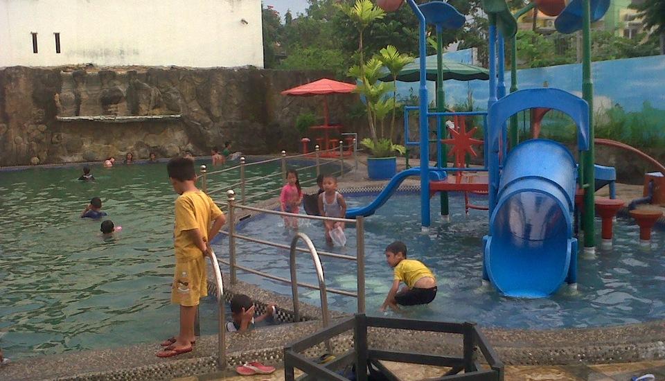 Wening Griya Guest House Semarang Booking Cek Info Hotel Kolam