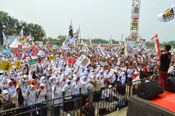 03 30 14 Indonesia Bangkit Puluhan Ribu Massa Tumpah Ruah