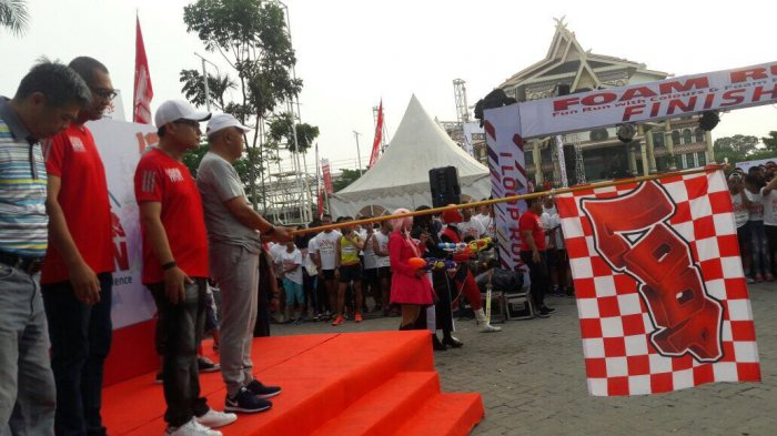 2 400 Runner Terlibat Event Foam Run Telkomsel Pekanbaru Sukses