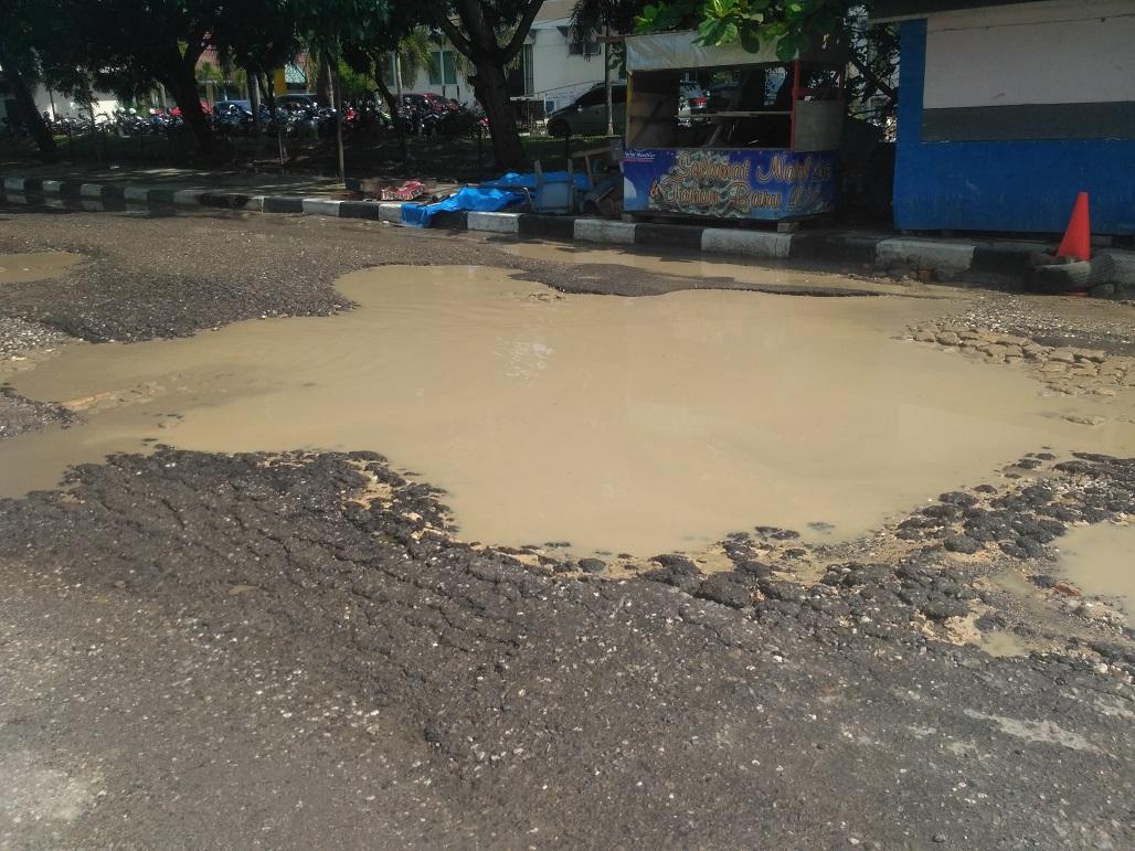 Hancur Kondisi Jalan Samping Purna Mtq Pekanbaru Berikut Potret Hancurnya